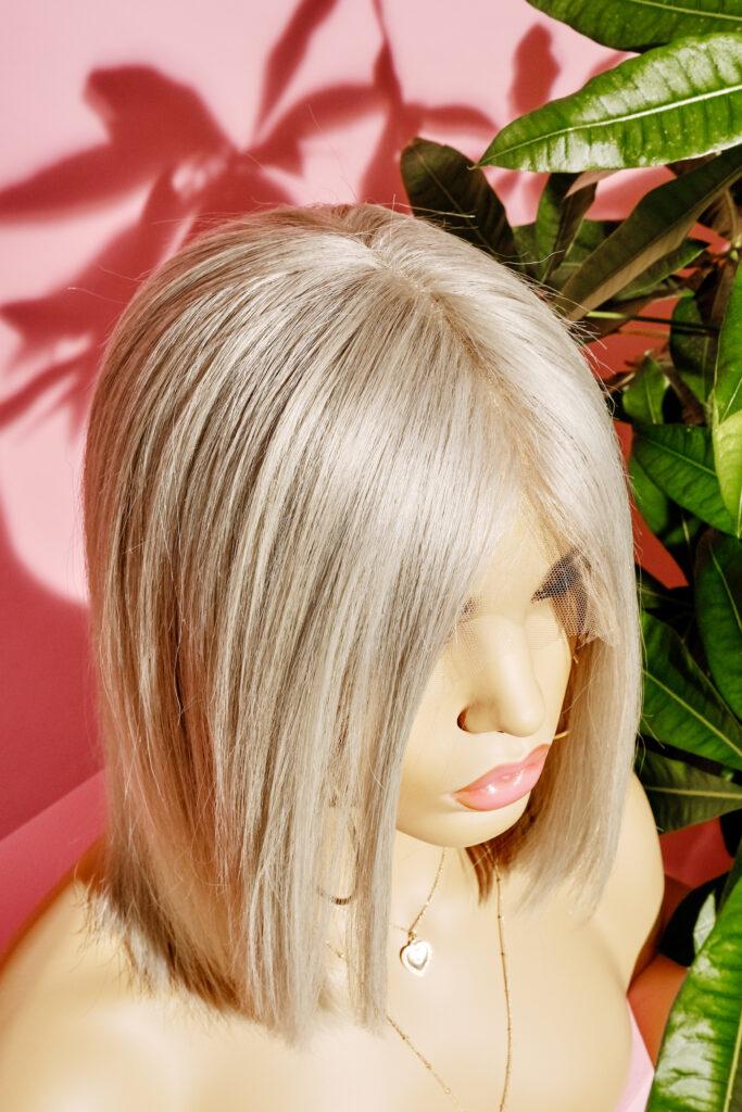 parrucca bionda caschetto